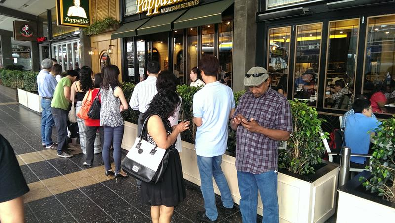 The queue outside Pappa Rich Malaysian Restaurant Sydney