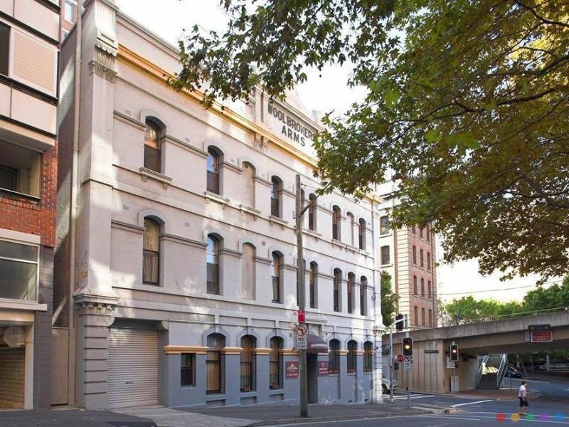 Woolbrokers Hotel budget Hotel close to Darling Harbour Sydney