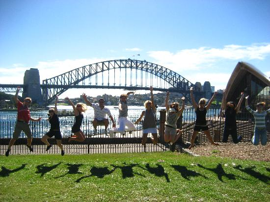 Peek Tours free walking tours of Sydney